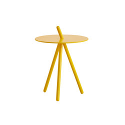 Come Here Side Table | Mesas auxiliares | WOUD
