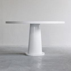 Kops round table with steel base | Tavoli pranzo | Van Rossum