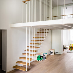 Up suspended staircase | Escaleras de madera | Jo-a