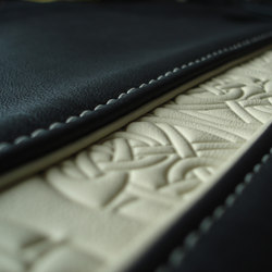 Emboss | Surface finishings | BOXMARK Leather GmbH & Co KG