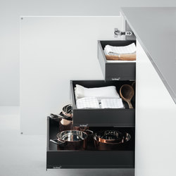 Base Units with Accessories | Base unit with internal Blum drawers | Kitchen organization | Arclinea