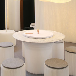 cantilever table circular top | white textile with Carrara marble | Restauranttische | molo