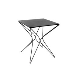 Niku Table | Tables d'appoint | Serax
