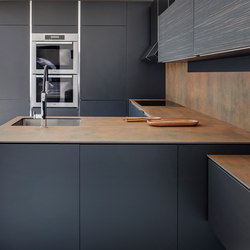 Kitchen | Iron Corten | Ceramic panels | Neolith