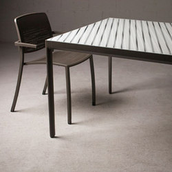 Avivo Tables & Chairs | Tavoli da pranzo | Forms+Surfaces®