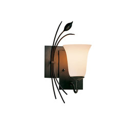 Forged Leaf Sconce | Iluminación general | Hubbardton Forge
