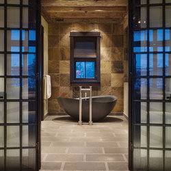 Papillon Bathtub, Honed Black Granite | Baignoires ilôts | Stone Forest