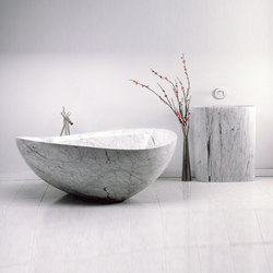 Papillon Bathtub with Infinity Pedestal Sink, Carrara Marble | Free-standing baths | Stone Forest