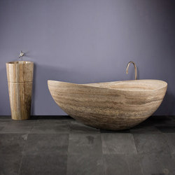 Papillon Bathtub with Veneto Pedestal Sink, Silver Travertine | Baignoires ilôts | Stone Forest
