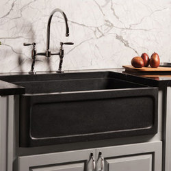 New Haven Farmhouse Sink, honed basalt | Lavelli | Stone Forest