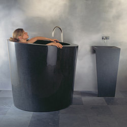 Oval Soaking Tub with Zero Pedestal Sink, Black Granite | Freistehend | Stone Forest