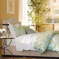 Branford Bed | Lits doubles | Distributed by Williams-Sonoma, Inc. TO THE TRADE