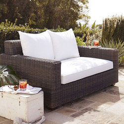 Torrey All-Weather Wicker Square Arm Sofa | Gartensofas | Distributed by Williams-Sonoma, Inc. TO THE TRADE