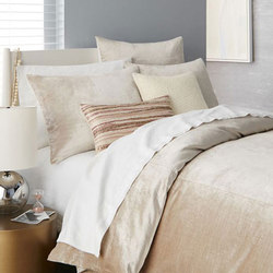 Washed Luster Velvet Duvet Cover | Colcha / almohadas | Distributed by Williams-Sonoma, Inc. TO THE TRADE
