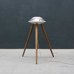 Tripod | Éclairage général | Concrete Home Design