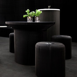 cantilever table circular top | black kraft paper | Restauranttische | molo