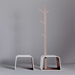 Dressage - Stool with clothes hanger in solid wood and Corian® | Portemanteaux sur pied | Graff
