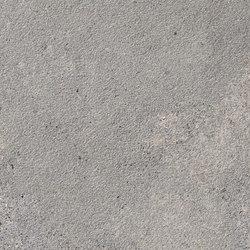 Masai Piedra Bush-hammered SK | Panneaux céramique | INALCO