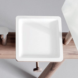 Dressage - Tray for cosmetics in solid wood and Corian® | Repisas / soportes para repisas | Graff