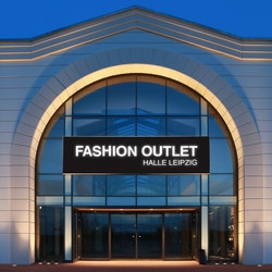 Illuminated Frame Outdoor | Facade systems | Pixlip