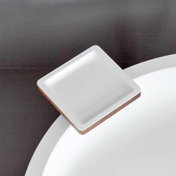Dressage - Bathtub tray in solid wood and Corian® | Repisas / Soportes para repisas | Graff