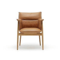 E005 Embrace chair | Restaurant chairs | Carl Hansen & Søn