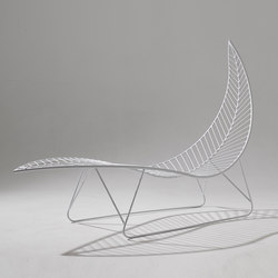 Leaf chair on base stand | Sdraio da giardino | Studio Stirling