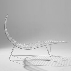 Leaf Chair on base stand | Tumbonas | Studio Stirling