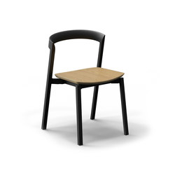 Mornington Stacking Chair with Oak Veneer Plywood Seat | Sedie multiuso | VUUE