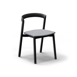 Mornington Stacking Chair with Aluminium Seat and Cushion | Sillas | VUUE