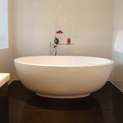 Petit Bathtub | Vasche ad isola | Tyrrell and Laing International