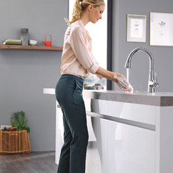 Ladylux Foot Control | Kitchen taps | Grohe USA