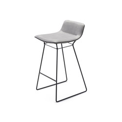 Amelie Counter Stool Low | Taburetes de bar | Freifrau Sitzmöbelmanufaktur