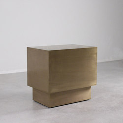 Latón Brass End Table | Tavolini di servizio | Pfeifer Studio