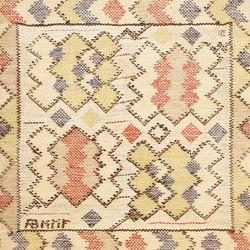 Square Vintage Scandinavian Swedish Marta Maas Kilim | Tappeti / Tappeti d'autore | Nazmiyal Rugs
