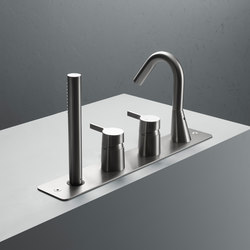 Volcano | Stainless steel Rim mounted set with spout and hand shower | Bath taps | Quadrodesign