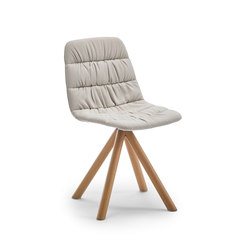 Maarten chair wooden base | Chaises | viccarbe
