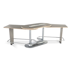 Collaborative Solutions | InMovement Pivot Table | Standing meeting tables | InMovement