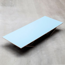 ta tisch | blue surface | Tables de repas | valerie_objects