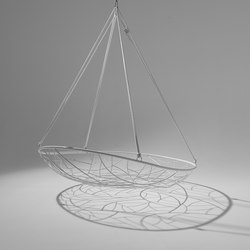 Big Basket hanging swing chair | Sedie da giardino | Studio Stirling