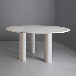 'Love  me, Love me not' dining table: round | Tavoli ristorante | Salvatori