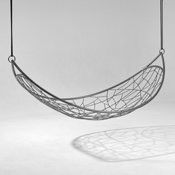 Melon Lounger hanging chair | Balancelles de jardin | Studio Stirling
