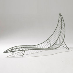 Leaf Chair on base stand | Lettini giardino | Studio Stirling