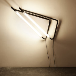 Light Object 001 hang from the wall | black finish | Allgemeinbeleuchtung | Naama Hofman
