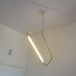Light Object 001 hang from ceiling | polished brass | Éclairage général | Naama Hofman