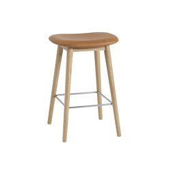 Fiber Bar Stool | wood base - cognac leather | Taburetes de bar | Muuto