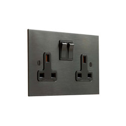 Antique Bronze double 13amp socket | Prese inglesi | Forbes & Lomax