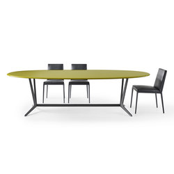 Astrum Oval table | Restaurant tables | Maxalto