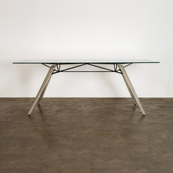 Kahn dining table | Dining tables | District Eight