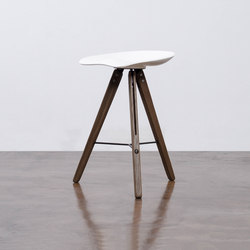 Theo tractor counter stool | Taburetes de bar | District Eight